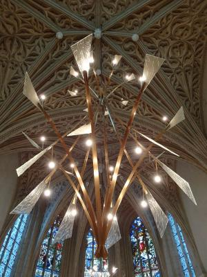 Le nouveau lustre de la Sainte-Chapelle